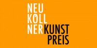 Schriftzug Neuköllner Kunstpreis auf orangenem Untergrund