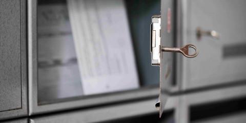 Ein geöffneter Briefkasten